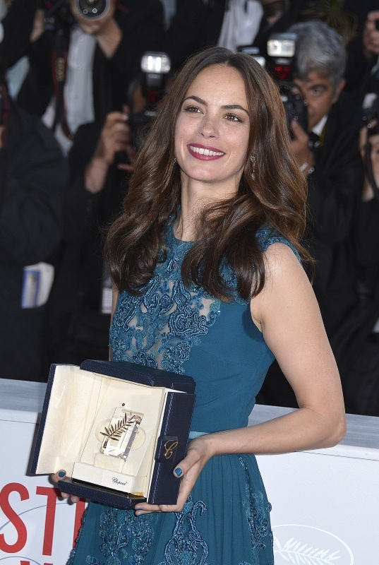 Berenice-Bejo-Prix-d-Interpretration-faminine-du-66e-Festival-de-Cannes-pour-Le-Passe-le-26-mai-2013_portrait_w858